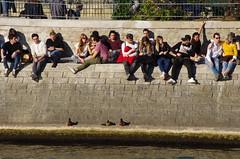 492 Paris en Mars 2019 - dans l'île de la Cité, devant le square du Vert-Galant, humains et canards (paspog) Tags: paris france mars march märz seine 2019 îledelacité