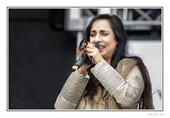 Sima (Seven_Wishes) Tags: newcastleupontyne canoneos5dmarkiv canonef100400mmf4556lisii outdoor photoborder newcastlemela mela2017 music musicians entertainers people concert singer vocals desi asian asianwoman female cultural asianculture sari sunglasses