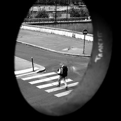 In the eye (pascalcolin1) Tags: paris homme man oeil eye passage passagepiéton crosswalk sac bag photoderue streetview urbanarte noiretblanc blackandwhite photopascalcolin 50mm canon50mm canon