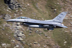 USAF General Dynamics F-16C Fighting Falcon 87-0287 low level at Thirlmere (NDSD) Tags: low level general dynamics f16c fighting falcon usaf thirlmere cumbria flying jet raf lake district plane aviation war machine lakenheath makos sharks
