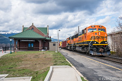 BNSF 283 West at Sandpoint, ID (evanlofback) Tags: railroadbnsf spokanesub enginebnsf bnsf283 sd75m work mow sandpoint depot cloudy spring