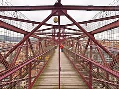 Biskaya-Brücke / Biskaya-Bridge # 6 (schreibtnix on'n off) Tags: reisen travelling europa europe spanien spain portugalete menschen people brücke bridge biskayabrücke biskayabridgestrukturen structures olympuse5 schreibtnix