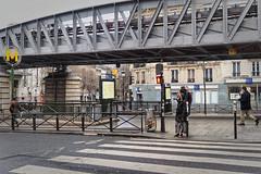 À Barbés ... (Paolo Pizzimenti) Tags: barés métro femme ombre rivoli paris paolo olympus omdem1mkii zuiko 17mm f18 film pellicule argentique doisneau