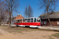 Durch das hölzerne Wohngebiet (trainspotter64) Tags: strasenbahn streetcar tram tramway tranvia tramvaj tramwaje satiksme lettland daugavpils ktm5