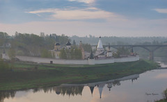 Комплекс Свято-Успенского монастыря (Tatyana Yuganova) Tags: комплекссвятоуспенскогомонастыря старица волга река рассвет туман