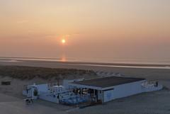 Coucher de soleil sur le Barza (Livith Muse) Tags: mer eau coucher soleil bar vélo plage sable nieuwpoort vlaanderen belgique panasonic 20mm μ43 mirrorless micro43 g80 lumix sunset lumixg20f17ii panasonic20mmf17ii water sea beach sand