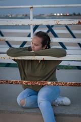 #080519 - Retrato I (RomxnJota) Tags: playa arena chica rizos invierno costa colores retrato portrait beach colorful pelo hair sand night puesta de sol naturaleza luz canon 77d eos