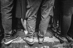 (kuuan) Tags: omzuikoautowf2824mm om olympus 24mm f28 mf manualfocus saigon hcmc vietnam street ilce7 legs feet waiting queingup bw shoes sandals