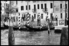 Gondole (claudiobertolesi) Tags: architettura biancoenero bw blackwhite claudiobertolesi d610 nikond610 nikon europe europa edificio veneto venezia italia italy turismo vecchiemura 2017 gondole gondola