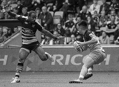 Marcus Smith and Gaby Lovabalavu (davidhowlett) Tags: ricoharena quins wasps premiership waspsrugby gallagher rugbyunion ricoh rugby coventry harlequins