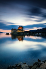 Eilean Donan Castle (Ludovic Lagadec) Tags: ecosse castle longexposure scotland canon sky eileandonan reflets chateau travel night colors sunset