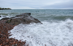 Lakewalk, Duluth 5/18/19 #lakesuperior #rockyshore #surf (Sharon Mollerus) Tags: duluth mn
