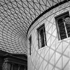 British Museum (imanol6x6) Tags: rolleiflex trl f28 6x6 120 500x500 mediumformat mf trix 400 kodak film hc110 bw blackandwhite nophotoshop street architecture londres london