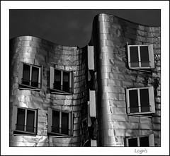 Gehry in the dark (Logris) Tags: gehry building gebäude haus dus dusseldorf düsseldorf sw bw detail ausschnitt windows fenster dark darkness dunkel abends evening canon