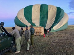 (晒晒太阳不长虫) Tags: tanzania serengeti balloon portrait