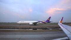 Thai Airways Boeing 777-300ER HS-TKK (Kan_Rattaphol) Tags: thaiairways thaiairwaysinternational tg bkk boeing b777 b777300er staralliance suvarnabhumiairport aircraft airplane airlines vtbs