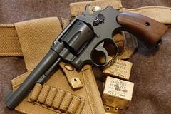 1942 S&W Victory in .38/200 (Elbæk) Tags: sw smithwesson smith wesson victory model10 mp militarypolice wwii ww2 worldwarii worldwar2 unitedstatesproperty 38200 38sw british german police revolver canadian ammunition webbing holster p37 rac pistol