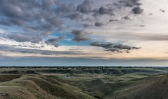 Ross Glen from Veinerville @ 18mm (Iggythump) Tags: medicinehat sigma1020mmf35 nikond500 sunset wideangle landscape southernalberta albertabadlands prairies coulees
