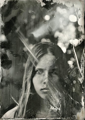 Fading memories (Rosenthal Photography) Tags: treu aluminotypie portrait 20190401 ilfordrapidfixer eisenentwickler 13x18 leaslandscape7 epsonv800 familie 5x7in grosformat kollodium tintypie femke analog industari5145210 fkd 5x7 industar i51 2100mm f45 f11 7sec ilford rapid fixer epson v800 collodion wetplate tintype aluminotype largeformat mood fadingmemories fading memories