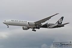 FNS_LHR_August 2018_Air New Zealand_777 copy (Finn Sprakes) Tags: canon canon1100d runway travel avgeek aviation airport aviationphotography lhr touchdown heathrow londonheathrow egll 27l ba myrtle london 747 747400 british airways