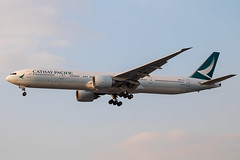 Cathay Pacific - Boeing 777-367ER B-KPZ @ London Heathrow (Shaun Grist) Tags: bkpz cx cathay cathaypacific boeing 777 777367er shaungrist lhr egll london londonheathrow heathrow airport aircraft aviation aeroplanes airline avgeek landing 27r sunset