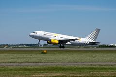 Airbus A319-112  Vueling  EC-MKX (Den Batter) Tags: nikon d7200 schiphol eham polderbaan airbus a319 a319112 vueling ecmkx