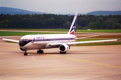 Delta Air Lines Boeing 767-300; N172DN@ZRH;11.10.1997 (Aero Icarus) Tags: zrh lszh zürichkloten zürichflughafen zurichairport plane aircraft flugzeug
