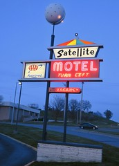 Satellite Motel, Omaha, NE (Robby Virus) Tags: omaha nebraska ne satellite motel sign signage aaa neon vacancy