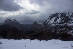 Urkiola, Bizkaia, 02-2019. 626F15FA-4767-40C5-BE76-A1380D1247E7 (Maite Urrutxi) Tags: naturaleza invierno nieve montañas árboles nubes cielo