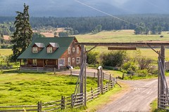 Home on the Range (MIKOFOX ⌘) Tags: canada britishcolumbia grass coral xt2 mountains ranch learnfromexif buildings july landscape provia gate fujifilmxt2 valley mikofox showyourexif summer xf18135mmf3556rlmoiswr