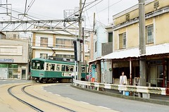 小姐~ 月台不在那裡喔~~P UltraMax400 ([M!chael]) Tags: nikon f3hp nikkor 5014 ai kodak ultramax400 japan manual train 鎌倉 江之電 江ノ電 film