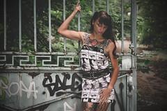 Christel (www.michelconrad.fr) Tags: rouge bleu vert canon eos6d eos 6d ef24105mmf4lisusm 24105mm 24105 femme modele portrait jupe minijupe urbex rose tatouage grafiti portail verdure