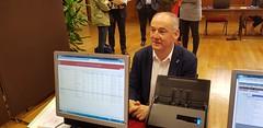Miguel Lorenzo, senador electo del Partido Popular por A Coruña, entrega su credencial en el Senado