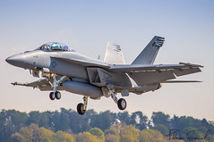 US Navy F/A-18F Super Hornet VFA-106 GLADIATORS 251 (Florian GIORNAL) Tags: us navy fa18f super hornet vfa106 gladiators 251 lsmp avgeek aviation aviationphotography air aircraft airport aeroport airliner airbase atterrissage payerne piste military militaire landing jet fighters flight fa18 spotting spotter swiss switzerland suisse show sky squadron boeing air2030 essai en vol