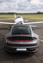 Porsche 992 a l'aérodrome de Balma (frenchcars31) Tags: toulouse supercar suparcar hypercar photographie carphotographie carspotting voiture avion plane aerodrome l'envol balma carrera4s carrera porsche911 porsche992 992 porsche