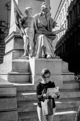 Roma - 2019 (Enzo D.) Tags: biancoenero blackwhite blancoynegro 2019 olympus reading roma rome statue wwwenzodemartinocom