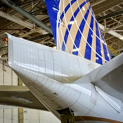 United Airlines Boeing 777-200 tail section. San Francisco Airport 2019. (17crossfeed) Tags: unitedairlines unitedexpress airport aviation aircraft airplane 777 777200 boeing flying flight landing lufthansa claytoneddy 17crossfeed deltaairlines americanairlines sfo sfoov southwestairlines sanfranciscoairport pilot planes planespotting plane tower takeoff taxi