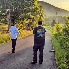 2 men vs. a turtle (ekelly80) Tags: virginia shenandoah may2019 spring countryside hume road street turtle snappingturtle sunset light goldenhour eveninglight