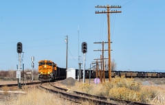 N.A. Junction, Boone,CO (Kyle Yunker) Tags: bnsf boone na junction jct coal train signal general electric locomotive ge
