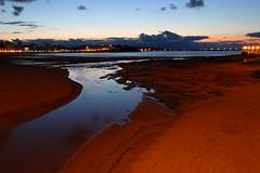 Piles (planosdeluz) Tags: sunset san lorenzo gijón asturias spain river sea beach canon 80d