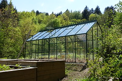 Greenhouse @ Hike to Vallée du Laudon (*_*) Tags: 2019 printemps spring afternoon may hiking mountain montagne nature randonnee walk marche europe france hautesavoie 74 annecy saintjorioz laudon bauges circuitdulaudon loop valléedulaudon savoie serre