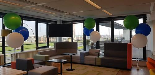 Gronddecoratie van 3 reuzeballonnen Cyclomedia Technology Zaltbommel