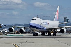 China Airlines 2001 Boeing 747-400F B-18706 c/n 30763 at San Francisco Airport 2019. (17crossfeed) Tags: boeing chinaairlines cargo b18706 30763 sfo sanfranciscoairport sfoov airport aviation aircraft airplane flying flight 17crossfeed claytoneddy landing 787 747 737 777 757 767 320 380 airbus americanairlines