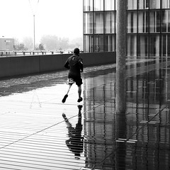 Above ground (pascalcolin1) Tags: paris13 homme man coureur runner pluie rain reflets reflection photoderue streetview urbanarte noiretblanc blackandwhite photopascalcolin 50mm canon50mm canon