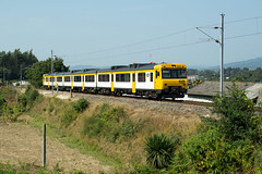 CP 592 | Midões (Fábio-Pires) Tags: portugal cp 592 cp592 midões macosa ateinsa automotora railcar commuterunit diesel tracçãodiesel camello passageiros passenger cpregional interregional ir