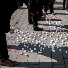 Lighting Candles (Sean Batten) Tags: london england unitedkingdom europe trafalgarsquare streetphotography street candles pavement fuji fujifilm x100f city urban people
