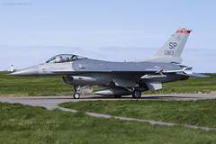 United States Air Force, Lockheed Martin F16CJ, 90-0813. (M. Leith Photography) Tags: raf lossiemouth lossie moray morayshire scotland scottish sunshine aviation us usa american flying mark leith photography nikon d7200 200500f56 lockheed martin f16cj f16 fighting falcon fast jet fighter air force cockpit sky aircraft airplane wheel