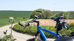 IMG_9994a (Photopedaler) Tags: cornishcycling bicycle countrylanes countryside farmland windturbines voodoobantu