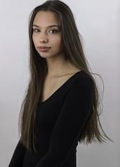 Mod. Agnieszka (Maciek32) Tags: portret portrait portraitsofwoman portraiture portretshoot portait brunette model modeling modelka modèle longhair beautygirl
