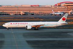 Air Canada boeing 777-333/ER C-FRAM (Mark Harris photography) Tags: spotting plane haneda canon 5d aviation